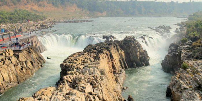 Dhuandhar_Waterfall_on_the_River_Narmada_20170424203308